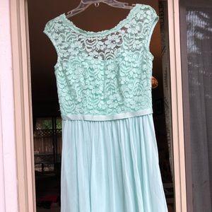 Mint green David's Bridal short bridesmaid dress.